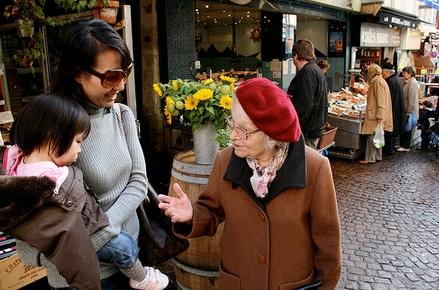 vieille-dame-discut