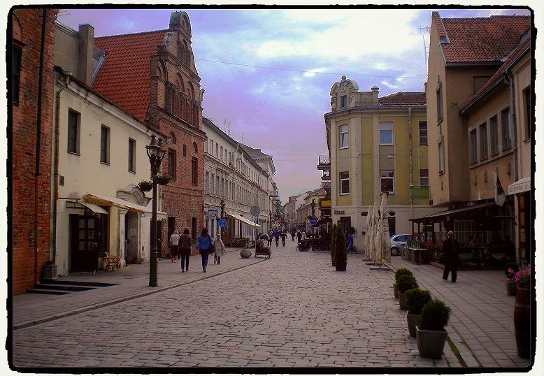 Centre ville de la jolie Kaunas, Lituanie.
