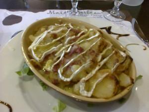 Tu peux aussi profiter d'être en France pour te goinfrer de fromage, de charcut', et de tout le reste !