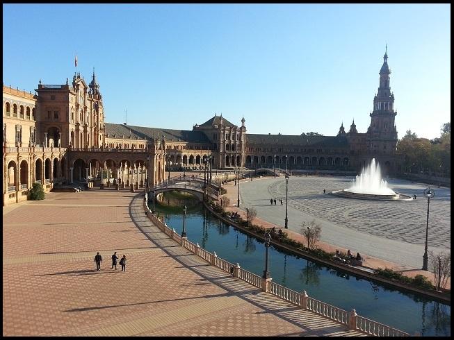 La Plaza de Espana, majestueuse et magnifique.