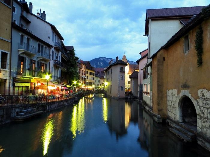 Annecy, Pour Son Lac Et Son Ambiance Romantique